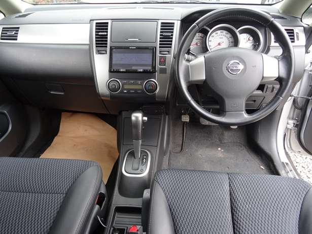 Nissan Tiida silver colour 2010 model excellent condition Kilimani - image 3