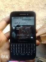 Neat Blackberry Q5 for sell