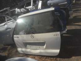 Genuine clean complete mercedes benz ML270 tailgate for sale
