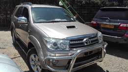 toyota fortuner 2010 local 3000cc diesel automatic leather 7seater