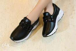 Gorgeous Lady Black Laceless Sneakers