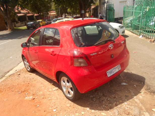 Automatic 2008 Red Toyota Yaris T3 for sale Johannesburg - image 7