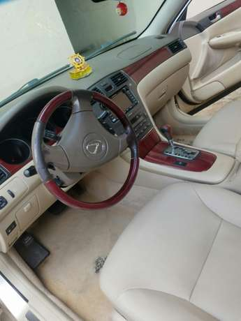 Neatly 1yr used Lexus Isolo - image 3