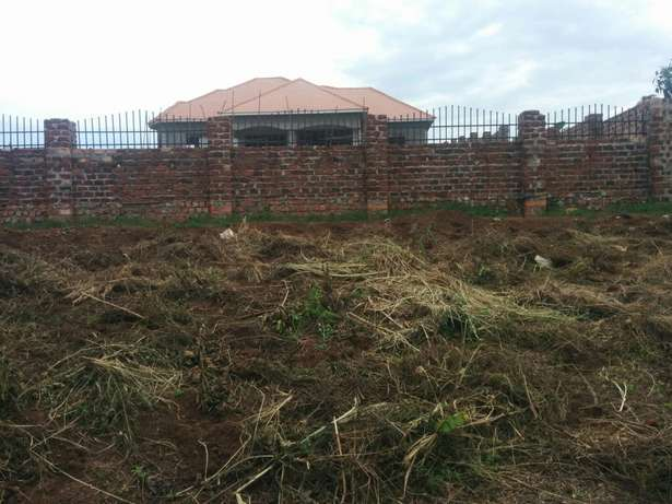 A u tired of renting and u want to cheap plot with landtittle on table Kampala - image 3
