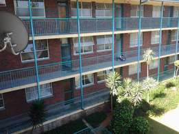 Mondeor Gardens, Mondeor - Newly renovated 3 bedroom flat available
