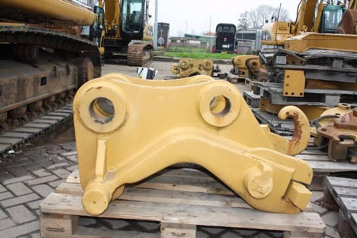 Caterpillar Cw55 Quick Coupler - 2007 - image 2