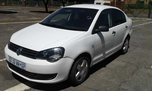Polo 1.6 very clean and low mileage Johannesburg CBD - image 2