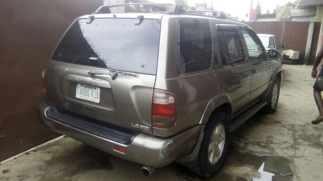 Clean Nissan Pathfinder Jeep for saler Isolo - image 3