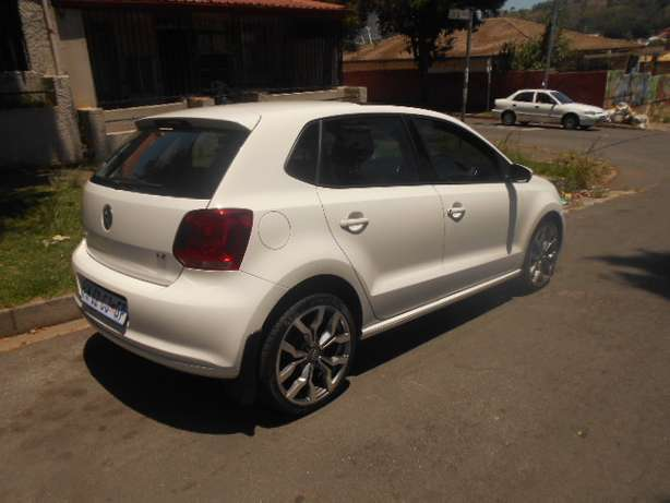 2013 VW Polo 6 1.4 with mags and a panoramic sunroof for sale Johannesburg - image 6