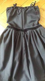 40527a7c3c Czarna sukienka ze zdobieniem