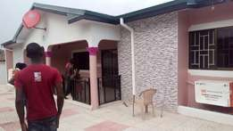 Gorgeous executive 4 bed hse/exec 2 room Bquaters to let at new weija