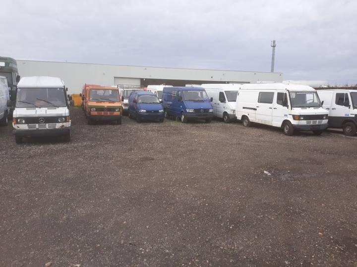 Mercedes-Benz 207/208/209 208/208/207for cutting - 1990