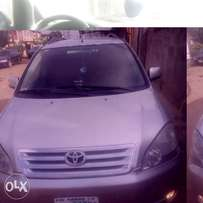 Clean Toyota avensis verso Nigeria 4 months used