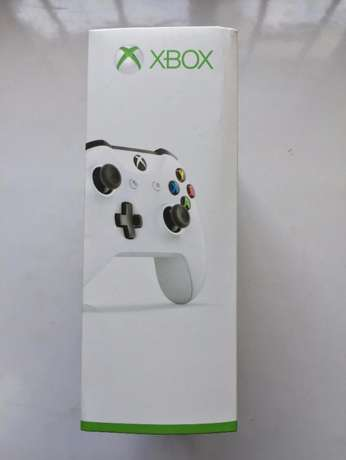 Xbox One Wireless Controller w/ Bluetooth and 3.5mm Jack Surulere - image 3