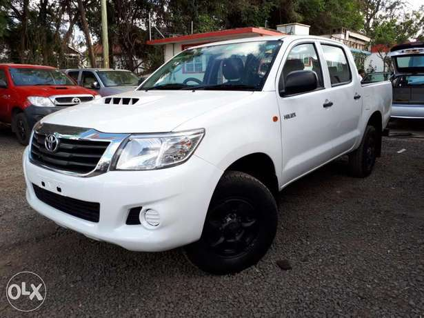Toyota Hilux Double Cab, Year 2011, white, Engine 2500cc Diesel, Manua Hurlingham - image 4