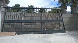 Heavy duty slidding gate