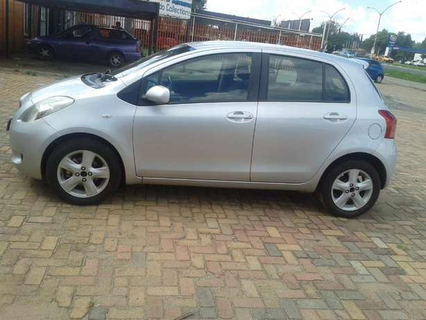 2008 Toyota Yaris T3 Automatic For Sale R70000 Is Available Benoni - image 6