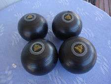 Henselite Size 6 lawn bowls with shoes