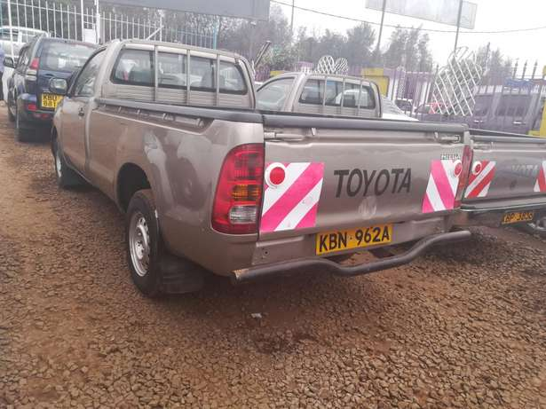 Toyota Hilux, 2010 single cab huh Garden - image 2