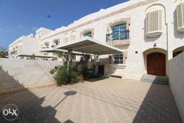 Modern 5 Bedrooms+Maid Room With Swimming Pool Villa For Rent in MQ
