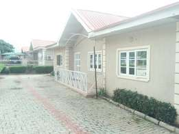 3edroom detached bungalow with bq for rent in Sunnyvale estate.
