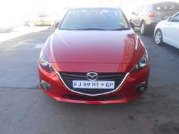 Mazda 3 sport dyanamic 1.6 14000km 2015 model maroon colour R190000