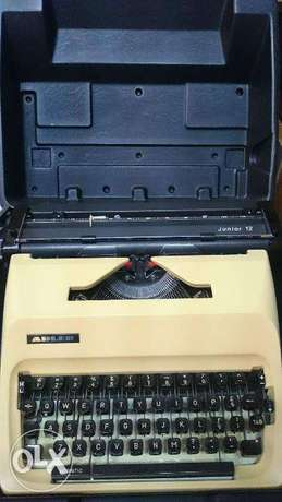 adler junior 12 dactelo typewriter and bag v good condition