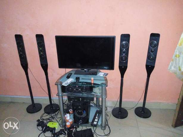 1 year old 32 inches Scanfrost very slim HD LED TV Port Harcourt - image 3