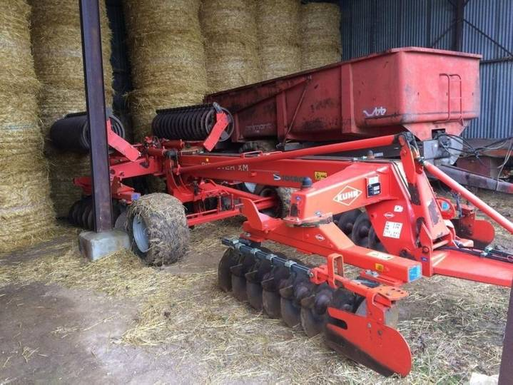 Kuhn discover xm 32 - 2005