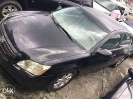 2007 Toyota Avalon XLE first body for sale in Port Harcourt.