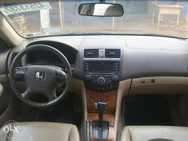 Tincan cleared 2005 Honda Accord EX-L gold colour Lagos Mainland - image 6