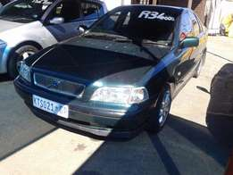 2001 Volvo S40 T4 Automatic R35,000