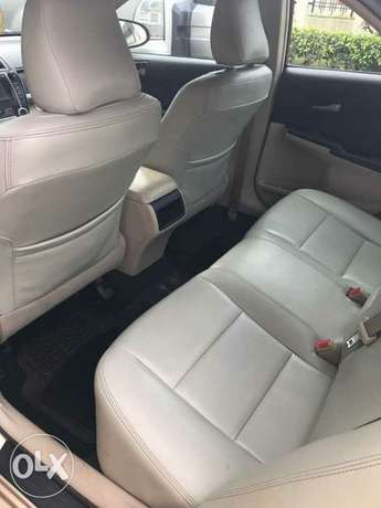 very clean few months used Toyota Camry 2013 leather with full option Apapa - image 5