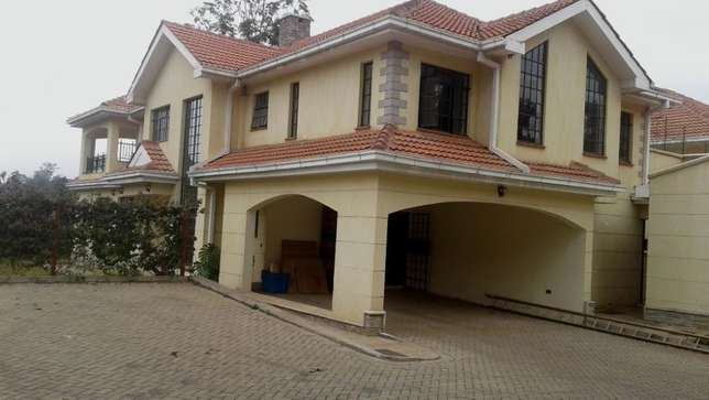 A magnificent 4 bed, all en-suite townhouse with SQ for rent in Laving Lavington - image 3