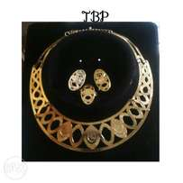 Gold necklace set with ring