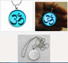 hindu 'om' sign glow in the dark pendant with chain