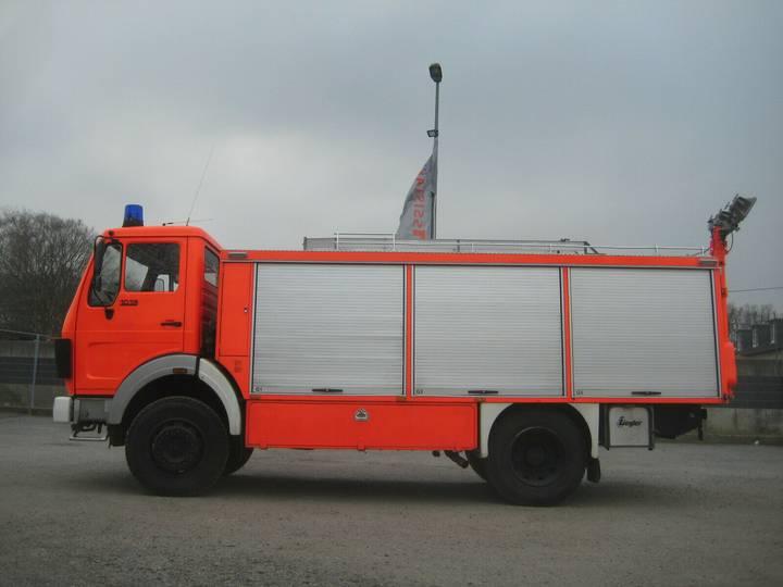 Mercedes-Benz 1019 Rüstwagen Feuerwehr 4X4