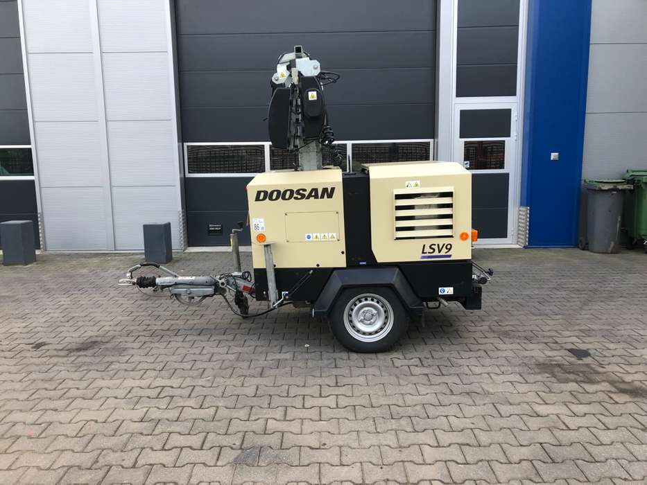 Doosan LSV 9 light tower - 2015