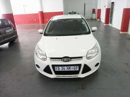 2011 Ford Focus 2.0, Color White, Prince R150,000.
