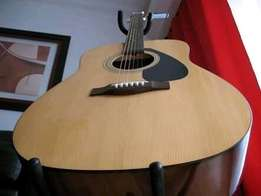 Yamaha Acoustic Guitar - Perfect condition