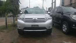 Toyota Highlander 2013 model Silver Color can call for inspection