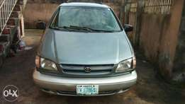 Toyota sienna 1999 first body