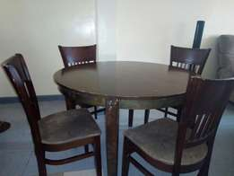 Dinning table/chairs available at fair price