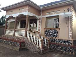 Atlantic 3 bedroom 2 baths house for rent Near red pepper at 600k