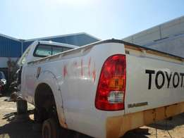 2000 TOYOTA HILUX 2.7 D/CAB Breaking for Spares.