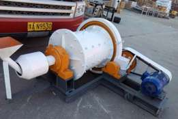 Continuous ball mills