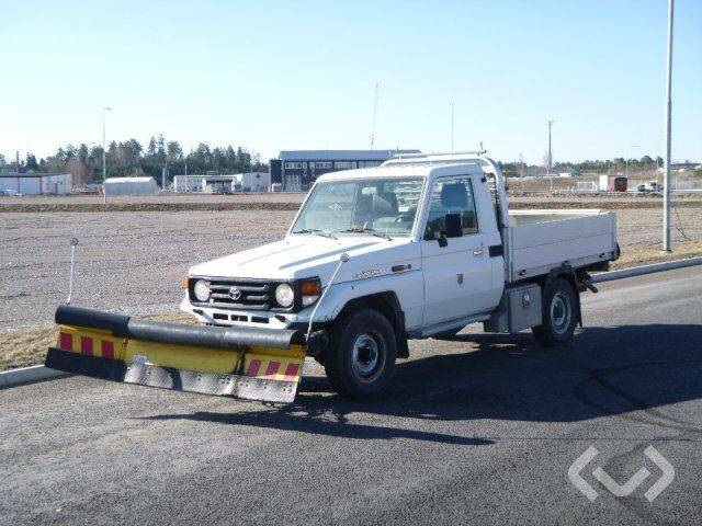 Toyota Land Cruiser 70 4.2D Pickup + plow and spreader 4x4 - 2019