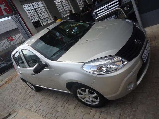 2012 Renault Sandero 1.4 Available for Sale Johannesburg - image 3