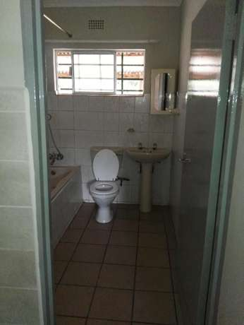 To Rent! 2 Bedroom, 1 Bathroom flat just outside Tzaneen. Tzaneen - image 5