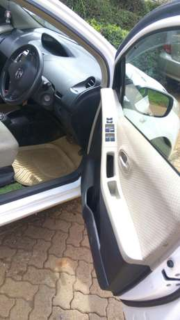 Very clean car ,no dent no scrach Meru Town - image 3